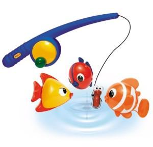 Малыш: игрушки и игры в ванной.