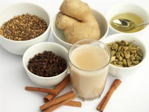 Согревающий чай со специями и молоком