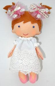 Простая декоративная куколка из фетра для начинающих