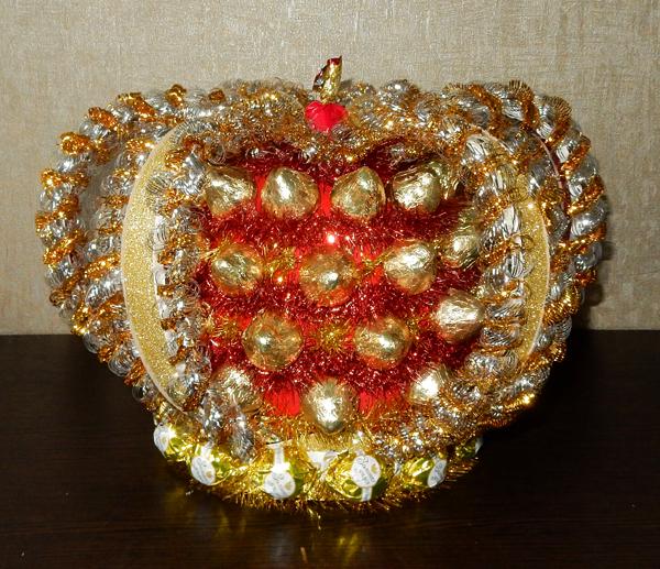 корона из конфет своими руками пошаговое фото самых больших спутников
