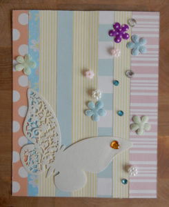Обложка открытки из обрезков бумаги