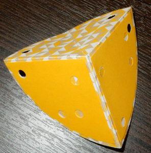 Открытка «Кусочек сыра» с елочкой внутри