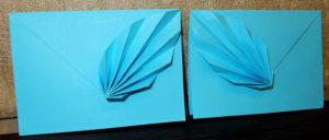 Оригами конвертик из листа бумаги с объемным перышком