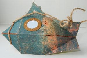 Упаковка для маленького подарка из картона Рыба-батискаф