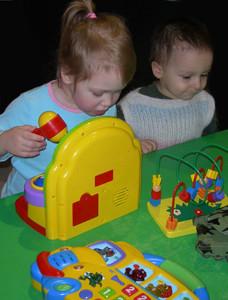 Какие игрушки подходят детям от 6 месяцев до 3 лет.
