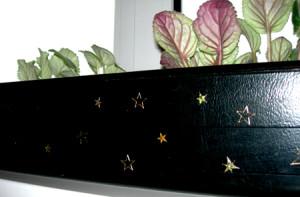 Украшаем домашние растения к Новому году.
