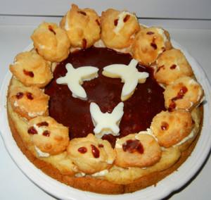 Пирог «Новогодние часы» с заварными пирожными.