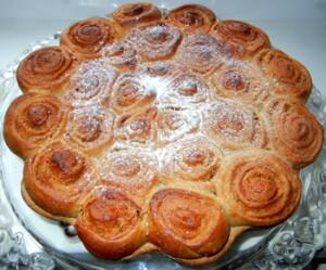 Хлеб сладкий «с розочками» к празднику.