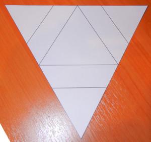 Треугольная открытка с цветочком.