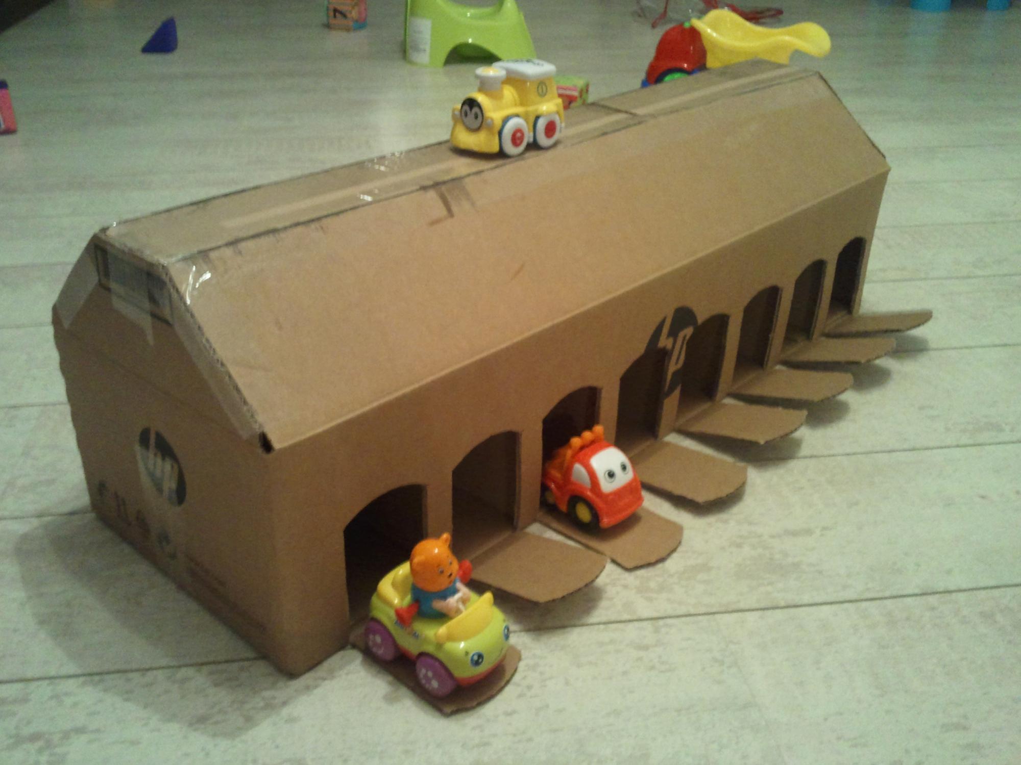 Гараж для машинок ребенку своими руками из картона