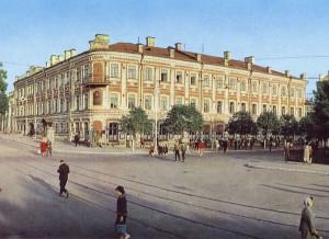 Часы на башне дома Гончарова будут стоять до сентября
