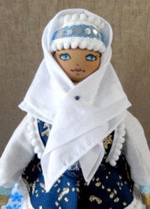 Декоративная самодельная кукла на бутылку