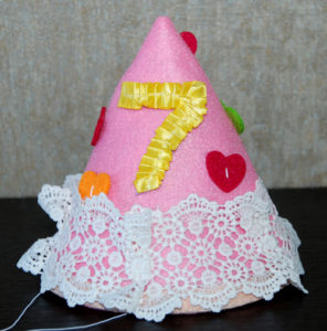 Колпак декоративный из фетра на день рождения
