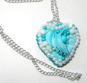 Кулончик — сердечко из ткани своими руками