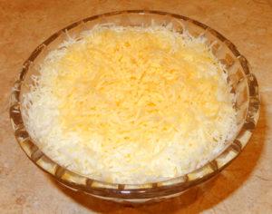 Салат «Одуванчик» (облегченная разновидность «Оливье»)